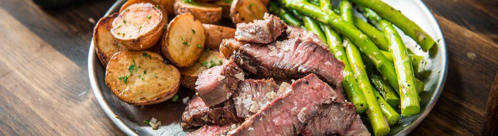מתכון למעשנת בשר, מתכוני בשר, אנטריקוט בעישון מקדים - טרייגר גריל,Traeger Grills מעשנת בשר, שבבי עץ לעישון, גריל בשר וטאבון