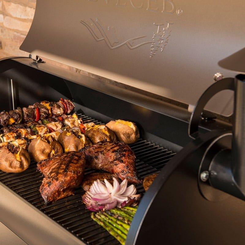 מעשנת בשר ביתית - Traeger Grillsמעשנת בשר, גריל, מנגל, טאבון, שבבי עץ לעישון וכלים