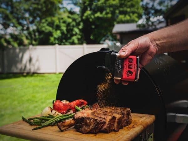 תערובת תבלינים לבקר של טרייגר, החברה המובילה בעולם הייצור גרילים ומעשנות בשר