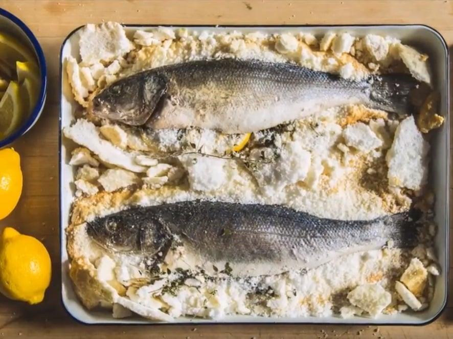 סרטוני מתכונים - דג שלם אפוי במלח– טרייגר גריל מעשנת בשר ביתית, שבבי עץ לעישון, גריל בשר, טאבון, כלים למנגל ואביזרים למנגל