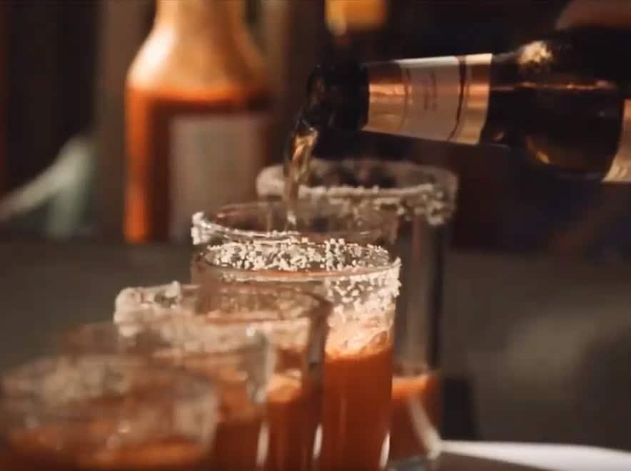 סרטון תדמית של טרייגר חברת הגרילים והמעשנות המובילה בעולם - ג'ים מיהן ומשקאות מעושנים, כי מי שנותן כבוד לאוכל, גם מכבד קוקטייל מושקע