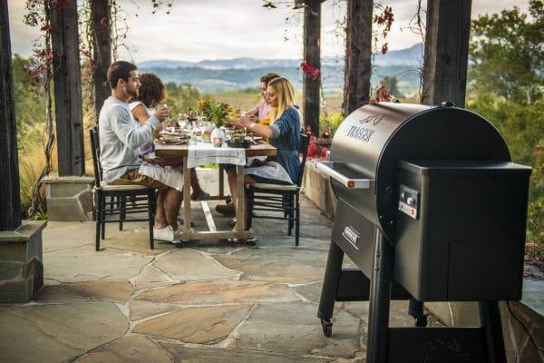 מעשנת בשר וגריל בשר דגם איירונווד 650 - באתר Traeger Grill תוכלו גם לרכוש מעשנת בשר, גריל, שבבי עץ לעישון, כפיסי עץ, אביזרים למנגל וכלים למנגל.