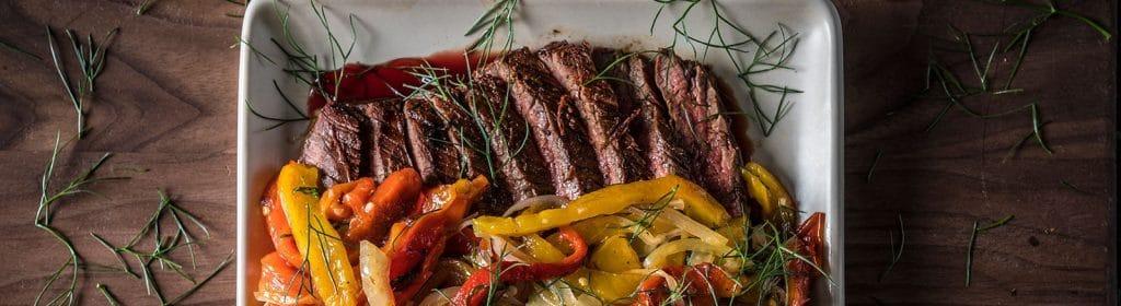 מתכון למעשנת פאלט, מתכוני בשר, פלאנק סטייק ופפרונטה – Traeger Grills מעשנת בשר, מעשנת פאלט, גריל בשר, שבבי עץ לעישון, אביזרים למנגל וכלים למנגל
