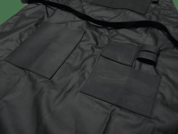 סינר קנבס שחור מצופה שעווה בשילוב עור – טרייגר גריל, מעשנה, עצי פאלטס, כיסויים למנגל ותבלינים לעל האש