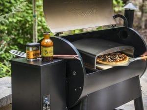 טאבון פיצה עם אבן שמוט, כף פיצה ותיק אחסון. טרייגר - גריל בשר, מעשנת בשר, טאבון, כיסויים למנגל, ערכת מנגל, אביזרים למנגל וכפיסי עץ.