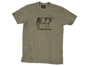 """חולצה """"הייתי מעשן את זה"""" פרה - Traeger Grills מעשנת בשר וכפיסי עץ"""