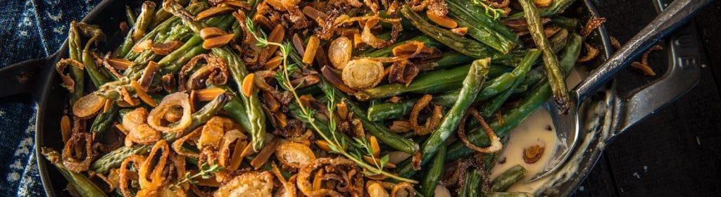 מתכון למעשנה, שעועית ירוקה ובצלי שאלוט - Traeger Grills, מעשנת בשר, שבבי עת לעישון וכלים למנגל